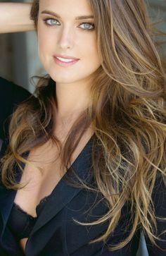 Ashley Newbrough As Kim Millar. Ashley Newbrough, Brunette Beauty, Gorgeous Eyes, Woman Face, Most Beautiful Women, Beautiful Celebrities, Pretty Face, Pretty Woman, Beauty Women