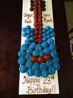 Guitar cupcake cake Cupcakes Design, Cute Cupcakes, Birthday Cupcakes, Cake Designs, 9th Birthday, Guitar Cupcakes, Guitar Cake, Pull Apart Cupcake Cake, Pull Apart Cake