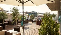 Deck 7 Bar & Rooftop Lounge at Porto Bay Liberdade Rooftop Lounge, Rooftop Patio, Lisbon Hotel, Terrace Restaurant, Deck Makeover, Best Rooftop Bars, Most Luxurious Hotels, Tours, Deck Design