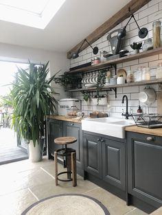 6 ways to create a rustic Scandinavian kitchen - Vaunt Design - - Traditional vs rustic Scandinavian interior design. What really is the difference? If clean, bright and clutter-free living is your idea. Home Decor Kitchen, New Kitchen, Home Kitchens, Kitchen Ideas, Kitchen Inspiration, Nordic Kitchen, Awesome Kitchen, Kitchen Layout, Kitchen Hacks