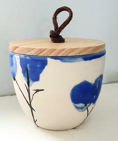 Blå og kvit krukke Vase, Home Decor, Decoration Home, Room Decor, Vases, Home Interior Design, Home Decoration, Interior Design, Jars