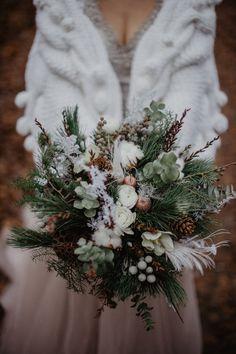 Classic Wedding Flowers, Winter Wedding Flowers, Flower Bouquet Wedding, Floral Wedding, Winter Bridal Bouquets, Winter Mountain Wedding, Evergreen Wedding, January Wedding, Winter Wedding Decorations