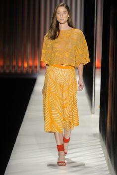 Blusa amarela de tricô e saia midi amarela e branca de tricô da GIG Couture. MTP | Verão 2015 Fotos: Agência Fotosite