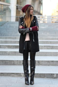 Black and cranberry street style Mode Outfits, Winter Outfits, Trendy Taste, Looks Style, My Style, Vestidos Sexy, Winter Stil, Casual Winter, Fashion For Petite Women