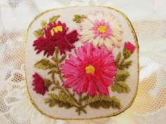 刺繍ブローチ - イギリスとフランスのアンティーク | バラと天使のアンティーク | Eglantyne(エグランティーヌ)