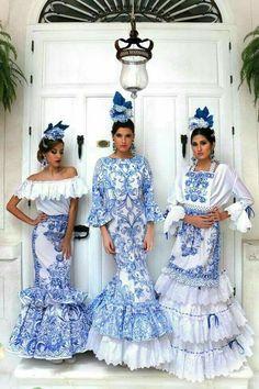 It's like Delft Blue meets flamenco Fashion Mode, High Fashion, Fashion Show, Fashion Design, Flamenco Costume, Spanish Fashion, Mode Boho, Dance Dresses, Flamenco Dresses