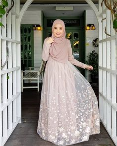 Marvelous Best Beautiful Party Dress Model Ideas for You to Try Sometimes, c. Marvelous Best Beautiful Party Dress Model Ideas for You to Try Sometimes, choosing a party dre Muslimah Wedding Dress, Muslim Wedding Dresses, Muslim Dress, Cute Wedding Dress, Dress Muslimah, Wedding Abaya, Hijab Gown, Kebaya Hijab, Hijab Dress Party