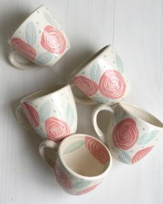 Pottery Painting Designs, Pottery Designs, Paint Designs, Mug Designs, Painted Coffee Mugs, Painted Pots, Ceramic Clay, Ceramic Painting, Ceramic Christmas Decorations