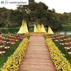 Calling out all yellow lovers this inspiration is absolutely for you! We can't help ourselves to fall for this stunning ceremony set up by @kathleendeerydesign. Particularly adore the outdoor setting beautifully adorned with wooden chairs and aisle. The luscious yellow yarrow truly adds a lively and jovial mood. Together with picturesque view this set up is such a stunner! Who wants to exchange vows in this kind of set? Leave an I do below!  Event Design @kathleendeerydesign / Photographer…