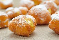 Le frittelle di carnevale al limone senza lievitazione sono soffici, golose e pronte in pochi minuti. Ecco la ricetta ed alcuni consigli