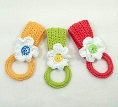Daisy Towel Holder by Claudia Lowman [crochet] - free