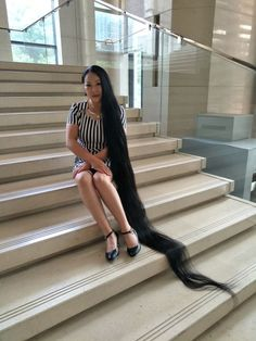 Zou Yu has 2 meters plus long hair ,,photo,China Long Hair Rapunzel Hair, Super Long Hair, Dream Hair, Love Hair, Hair Lengths, Braided Hairstyles, Braids, Hair Beauty, Floor