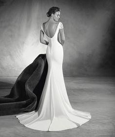 Elia - Pronovias wedding dress with a V neck