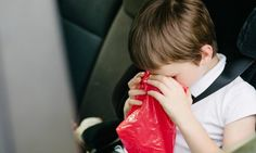 Votre enfant est souvent malade en voiture? Pensez à toujours avoir ces produits avec vous!