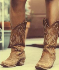 I love the look of cowboy boots with shorts, skirts and dresses. Too bad I'm too old to wear that style.