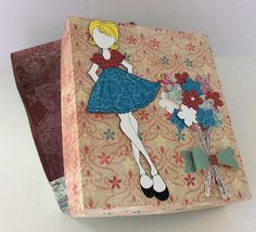 A cute box for 3 princess dolls, more pics on the blog, just click on the picture.