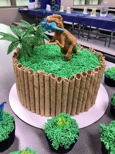 Jurassic World Cake Jurassic Park Party, Jurassic World Cake, Dinosaur Birthday Cakes, 4th Birthday Cakes, Boy Birthday, Birthday Ideas, Dinosaur Cupcakes, Dinosaur Dinosaur, Birthday Party At Park