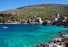 "Un pueblo junto a una piscina natural ""perdido"" en Grecia (Limeni, en Laconia) Greece Itinerary, Greece Travel, Greece Trip, Places To Travel, Places To See, Travel Destinations, Travel Tourism, Ibiza, Corinth Canal"