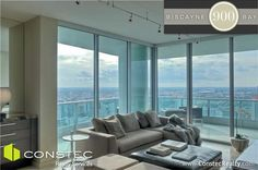 3 bedroom unit on the 40th floor of 900 Biscayne Bay in Downtown Miami: Living Room