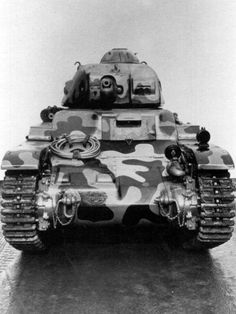 Char leger d'accompagnement d'infanterie Renault R 35 'the first production tank , 1935 Photo Dump, Ww2 History, Tank Design, French Army, World Of Tanks, Ww2 Tanks, Skin So Soft, World War Two, Scale Models