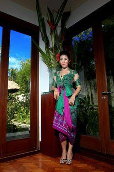 Bali kebaya. Indonesian Kebaya, Sarongs, Traditional Clothes, Burmese, Blouse Dress, Favorite Color, Bridal Dresses, Bali, Saree