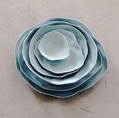 Cerámica en colores pastel y forma irregular • Soft pastel colours and irregular shaped Amaï dishes