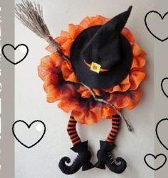 Conejita con vestido, patrón en castellano | Otakulandia.es Labor, Filet Crochet, Hello Kitty, Crochet Necklace, Crochet Patterns, Merry, Halloween, Crochet Baby Booties, Crochet Gloves