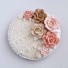 Floral and lace cookie