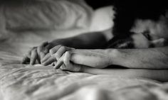 Molti dicono che in amore vince chi fugge, altri che vince chi aspetta io dico che in amore vince semplicemente chi ama e anche se non è corrisposto è pur sempre vincitore, perchè amare è la cosa più nobile che l'uomo possa fare...
