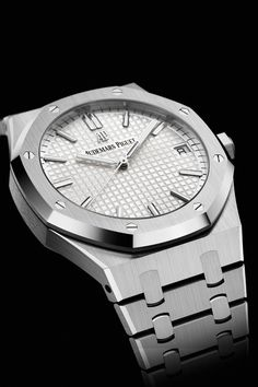 The Stainless steel case on the Royal Oak 15500 is the perfect complement to the silver-toned 'Grande Tapisserie' dial. Audemars Piguet Gold, Audemars Piguet Diver, Audemars Piguet Watches, Luxury Watches For Men, Stainless Steel Case, Rolex Watches, Silver, Shape, Lush