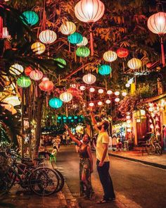 At night, the ancient town is lit with the lantern's light in Hoi An, Vietnam Visit Vietnam, Vietnam Travel, Asia Travel, Hanoi Vietnam, Travel Packing, Hoi An Old Town, Top 10 Instagram, Destination Voyage, Da Nang