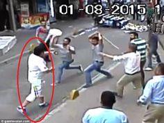 Heboh, Video Seorang Pria Duel Lawan 10 Orang | Wow Kece Badai !