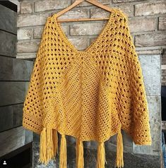 What are the different knitting patterns? The history of knitting dates back to very, very old times. Almost all of the knitting ladies are curious. Crochet Poncho Patterns, Crochet Cardigan, Crochet Shawl, Easy Crochet, Knitting Patterns, Knit Crochet, Crochet Triangle, Crochet Woman, Crochet Designs