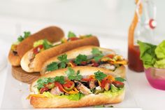 These Vietnamese-style rolls are filled with barbecued chicken and fresh asian herbs for a crisp, authentic flavour. Vietnamese Rolls, Vietnamese Recipes, Vietnamese Food, Vietnamese Sandwich, Asian Recipes, Banh Mi Recipe, Recipe Tasty, Rolled Chicken Recipes, Salad Rolls