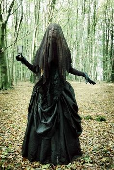 32 The Best Scary Halloween Costume Ideas For Women - Gothic - Hallowen
