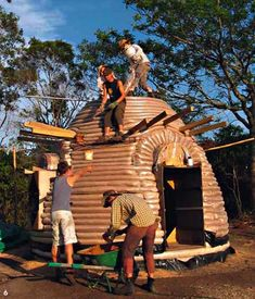 Tiny earthbag house: Construction