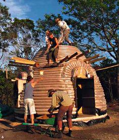 Tiny earthbag house: Construction