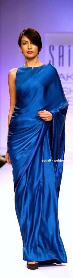 This monochromatic sari with the boat cut blouse is super modern-looking. Saris, Indian Attire, Indian Ethnic Wear, Ethnic Fashion, Asian Fashion, Indian Dresses, Indian Outfits, Satin Saree, Elegant Saree