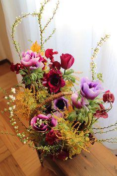 アネモネのコンポジション Floral Wreath, Wreaths, Paris, Home Decor, Floral Crown, Montmartre Paris, Decoration Home, Door Wreaths, Room Decor