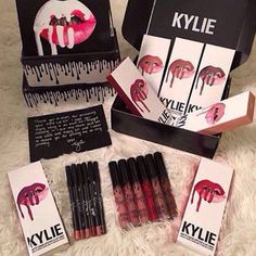 Kylie Lipgloss Kit With Liquid Lipstick and Lip Liner