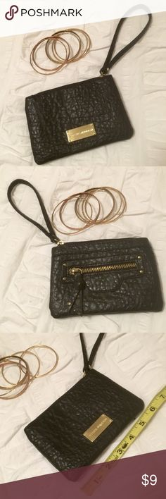 "Steve Madden Wristlet Steve Madden Wristlet, perfect for carrying cards, cash, lip gloss, the essentials. Measures 6x4"". Good used condition. Steve Madden Bags Clutches & Wristlets"