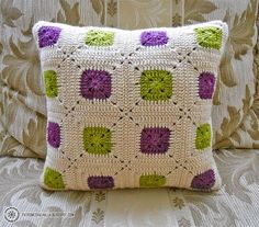 Cushion cover crochet green and purple Crochet Square Patterns, Crochet Stitches Patterns, Crochet Squares, Crochet Granny, Crochet Motif, Crochet Pillow Cases, Crochet Cushion Cover, Crochet Cushions, Crochet Home Decor