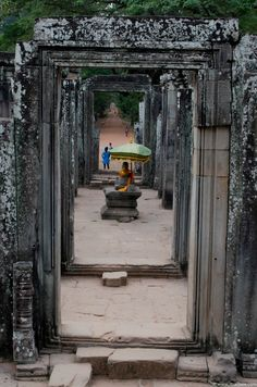 Cambodia | Exploring Siem Reap's Bayon Temple [Asia, Angkor Wat, Angkorian Temples] www.itsallbee.com