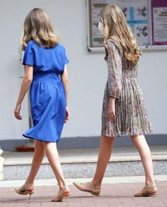 Princess Diana And Charles, Estilo Real, Spanish Royal Family, Blue Bloods, Friend Pictures, Royal Blue, Short Sleeve Dresses, Asian, Shirt Dress