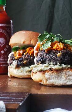 Recetas de hamburguesas veganas Black Bean Veggie Burger, Black Bean Burgers, Burger Recipes, Meal Planner, Meals For The Week, Black Beans, Salmon Burgers, Hamburger, Breakfast Recipes