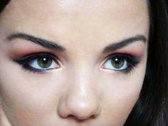 Look Glamorous With White Smokey Eye: Smokey Eye Make Up