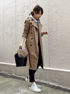 Trench coat, coordination with casual dress with Parker and Border. Trench coat is casual or beautiful, so OK, so I'd like to have one clothes. Mode Outfits, Fall Outfits, Casual Outfits, Fashion Outfits, Womens Fashion, Streetwear Mode, Streetwear Fashion, Winter Stil, Japan Fashion