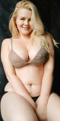 Beautiful plus size girls and something else like geek stuff, Pokémon, Star Wars, cosplay,. Andy C, Lilli Luxe, My Kind Of Woman, Chubby Ladies, Curvy Models, White Girls, Curvy Fashion, Indian Beauty, Bikinis
