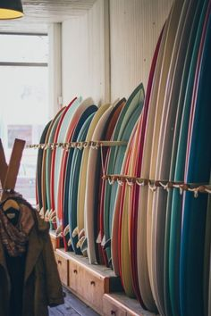 Surfing holidays is a surfing vlog with instructional surf videos, fails and big waves Surf Design, Surfboard Fins, Surfboards, Surfboard Shop, Surf Girls, Surfs Up, Surfing Tattoo, Surfing Lifestyle, Photo Surf