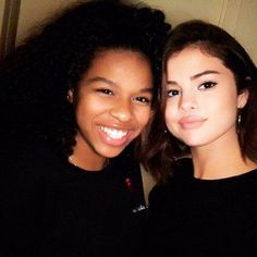 @selenagomez with a Fan recently #SelenaGomez con una Fan recientemente #Selena #Selenator #Selenators #Fans